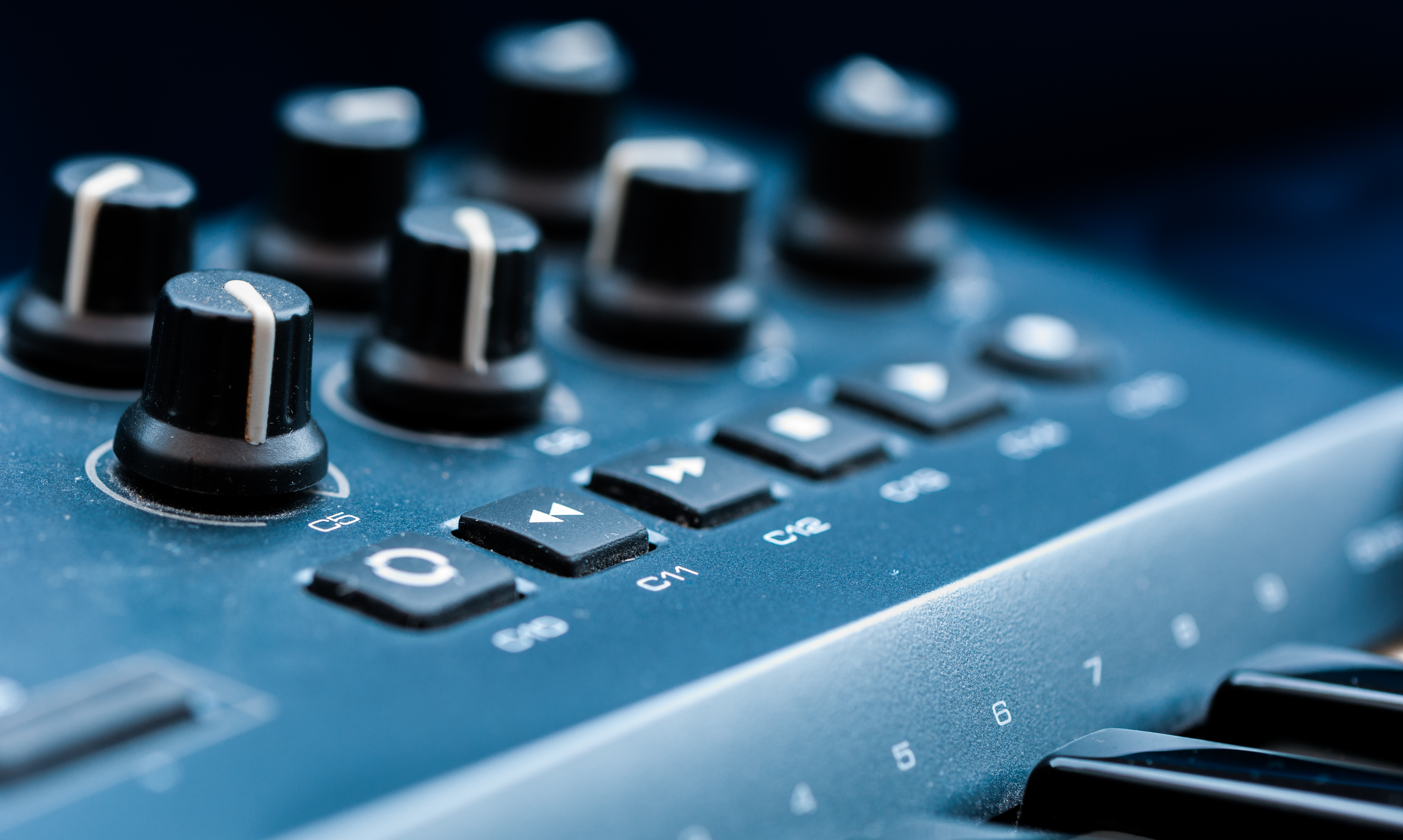 Techno Synthesizer Controller